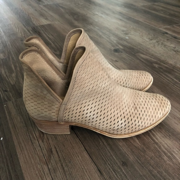 2a2455a14c800 Lucky Brand Shoes - Lucky Brand Baley bootie in Sesame